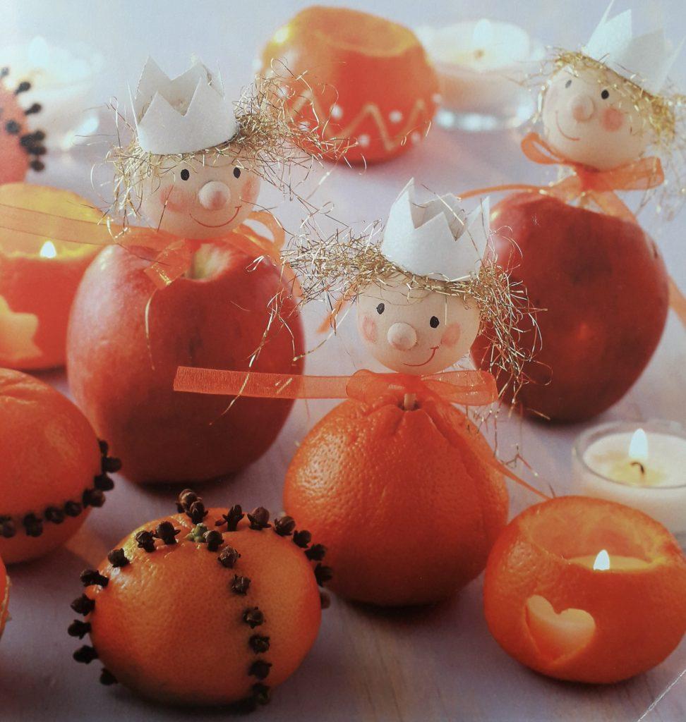 Weihnachtsbasteln mit Kindern - Weihnachtliche Fruchtmännchen
